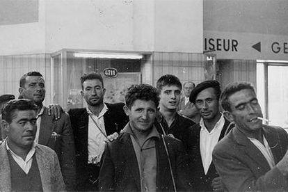 Trabajadores españoles en la estación de Colonia-Deutz, donde llegaba el tren especial procedente de Hendaya, en 1964.