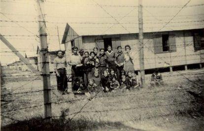 Prisioneros en el campo de Montreuil-Bellay en 1944. La imagen pertenece a la colección de Jacques Sigot, publicada en la web de Kkris Mirror.