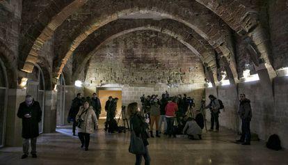 La sala capitular de Sijena, a finales de enero de 2017, cuando la presentó el presidente de la comunidad, lista para acoger las pinturas románicas que están en el MNAC.