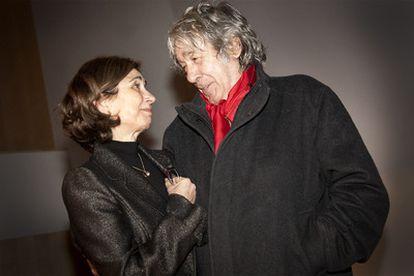 Pilar del Río y Paco Ibáñez, poco antes de que se iniciara el homenaje a Saramago en la biblioteca Jaume Fuster.