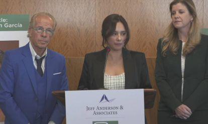 Sochil Martin, en una rueda de prensa en California, tras presentar la denuncia contra la cúpula de La Luz del Mundo.
