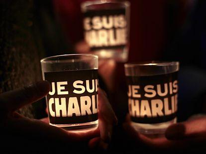 """Velas con el lema """"yo soy Charlie"""" que surgió tras los atentados de enero de 2015 (imagen de archivo)"""