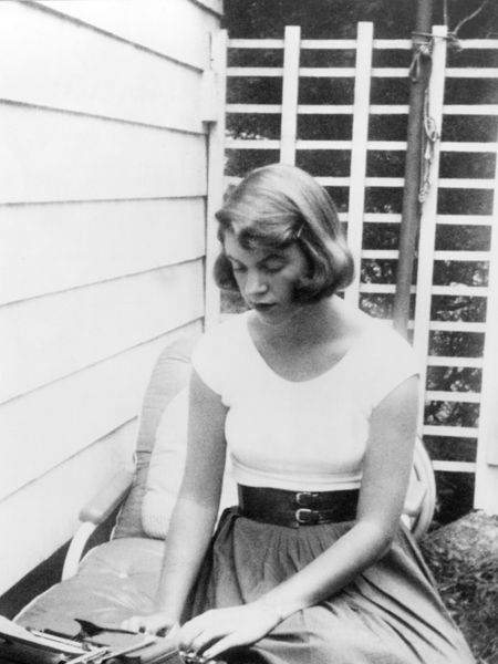 La escritora Sylvia Plath, en 1954.
