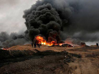 La quema de un pozo de petróleo en Qayyarah (Irak) el pasado mes de enero.