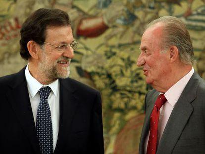 El rey Juan Carlos I y Mariano Rajoy en el Palacio de la Zarzuela durante una audiencia celebrada el pasado mes de agosto