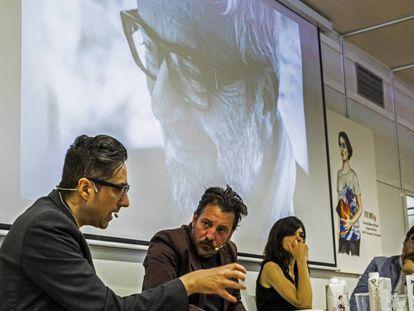 Desde la izquierda, Patricio Pron, Ray Loriga, Lara Moreno, y Miguel Aguilar en el homenaje a Claudio Lopez Lamadrid en la Feria del Libro.