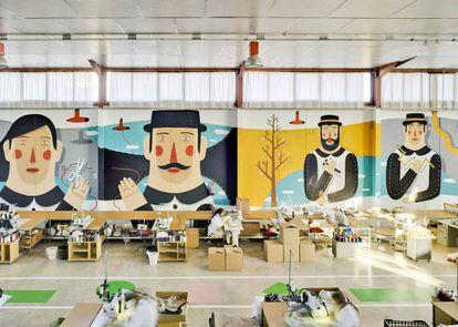 Fábrica de la firma murciana Sancal, cuyos muebles decoran desde películas de Almodóvar hasta grandes cadenas de hoteles. |