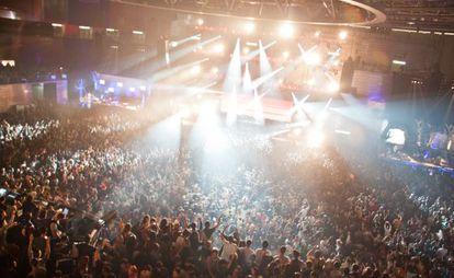 Miles de personas en la pista del Madrid Arena, la noche de la tragedia