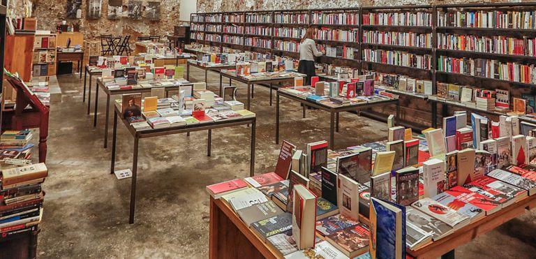 Interior de la librería Calders, de Barcelona.