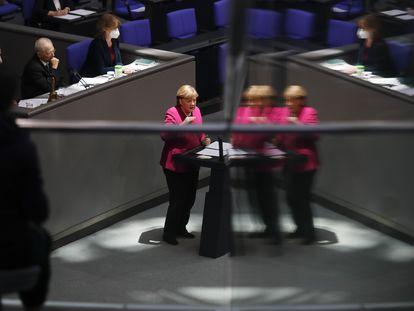 Angela Merkel, este jueves durante su intervención telemática en el Consejo Europeo, en el Bundestag.