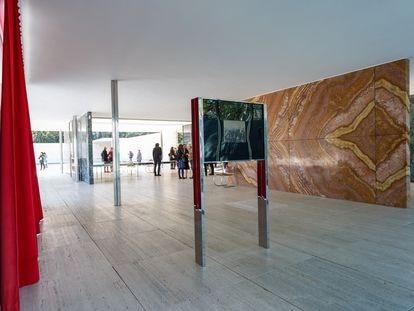 La instalación de Laura Martínez de Guereñu 'Re-enactment' que se pudo ver en 2020 en el pabellón Mies van der Rohe.