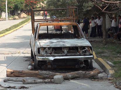 Uno de los carros que se quemaron durante la matanza del fin de semana en San Mateo del Mar.