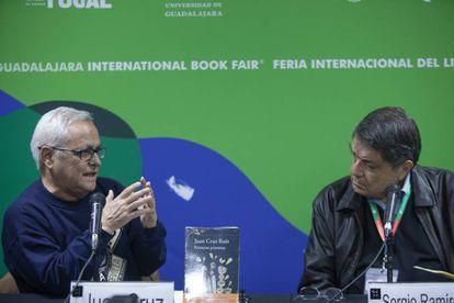 Juan Cruz y Sergio Ramírez en la presentación de 'Primeras personas'