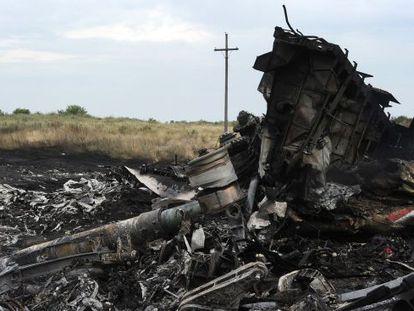 Restos del Airbus de Malaysia Airles que estalló el 17 de julio de 2014 en el este de Ucrania.