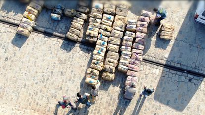 La Guardia Civil incauta cuatro toneladas de hachís a 130 millas de las costas de Huelva.