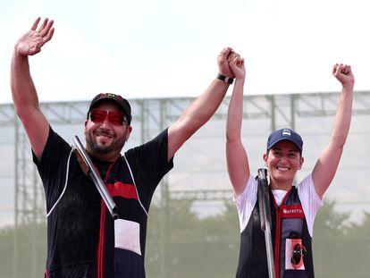 Alberto Fernández y Fátima Gálvez celebran tras ganar la competencia de trap mixto y las primeras medallas de oro para España en los Juegos.