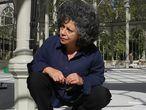 26-09-17 (DVD 864)  La artista Doris Salcedo, durante el montaje de la obra Palimpsesto,  en el Palacio de Cristal de Madrid. ©Jaime Villanueva
