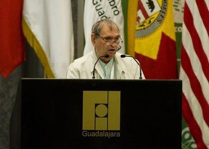 El poeta venezolano Rafael Cadenas, en la Feria Internacional del Libro de Guadalajara en 2009.