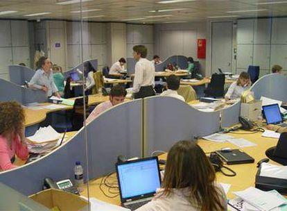 Trabajadores en las oficinas que ocupa Deloitte en Torre Picasso.