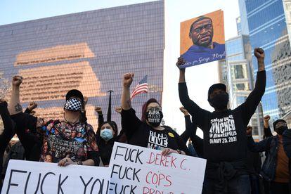 Protestas en Minneapolis, en el primer día de la selección del jurado en el juicio por la muerte de George Floyd.