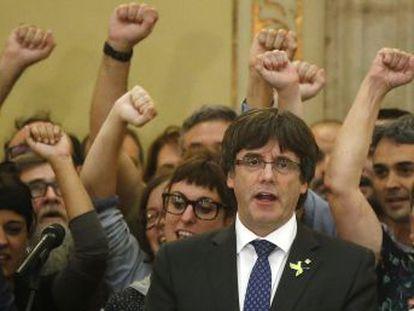 El expresidente catalán no se da por destituido y el Gobierno deja sus declaraciones en manos de los jueces