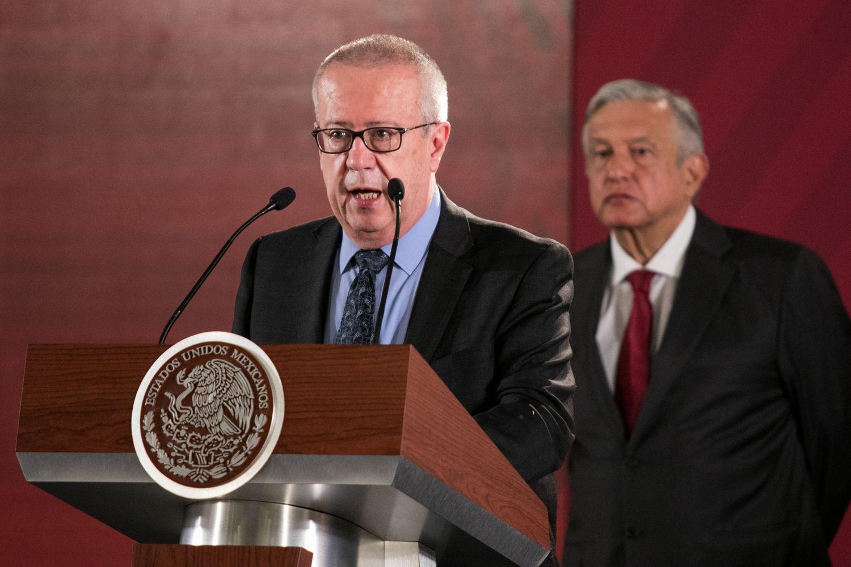 El exsecretario de Hacienda Carlos Urzúa junto a López Obrador, en mayo de 2019.
