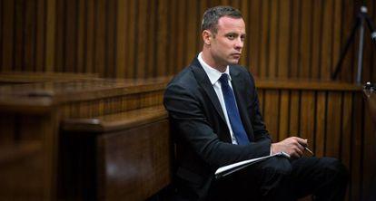 El atleta paralímpico sudafricano, Oscar Pistorius, durante su juicio por el asesinato de Reeva Steenkamp.
