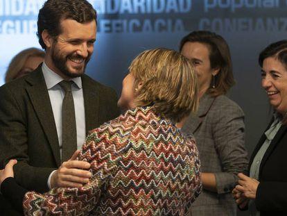 Pablo Casado, con representantes de la concertada el pasado 19.