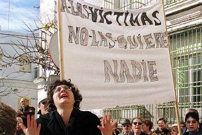 La puesta en libertad de menores acusados de graves crímenes levanta protestas.