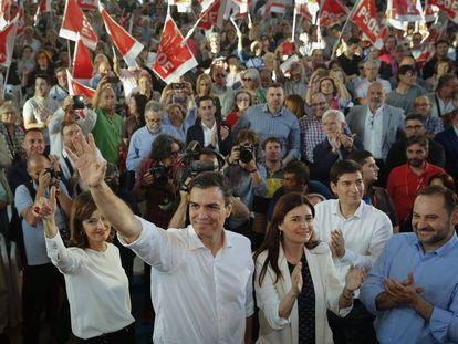 Pedro Sánchez durante el mitin del PSOE celebrado en Burjassot.