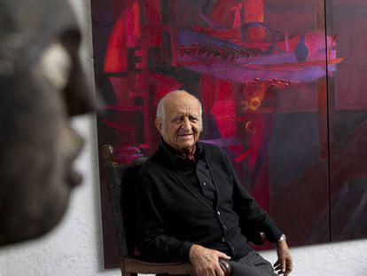 El pintor Fernando de Szyszlo, en su casa en Lima, el 23 de septiembre de 2011.