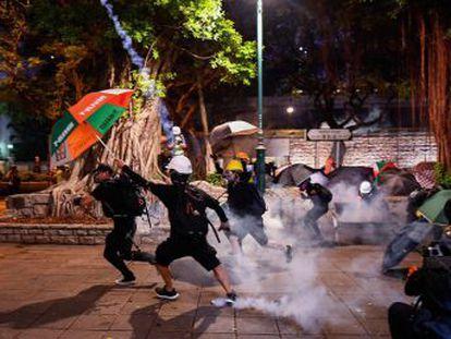 Las imágenes del fin de semana muestran la mano dura de las fuerzas de seguridad con tácticas encubiertas para practicar detenciones y el uso brutal de pelotas de goma