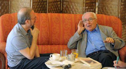 El editor de Pre-Textos Manuel Ramírez y Román Gubern,