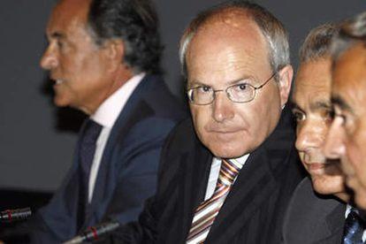 José Montilla, que dejará el Ministerio de Industria para ser sustituido por Joan Clos, poco antes de su intervención, ayer, en la Universidad Internacional Menéndez Pelayo.