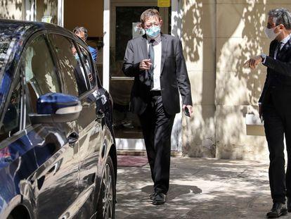 El presidente de la Generalitat, Ximo Puig, a su salida de las Cortes.