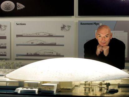 Jean Nouvel, ante el proyecto del Louvre Abu Dhabi.