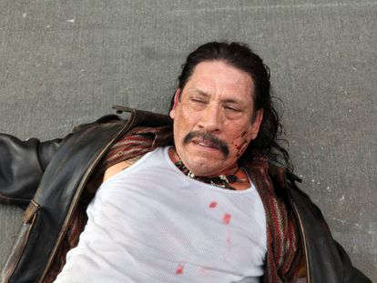 Danny Trejo en 'Machete'. De esta salió vivo, pero casi nunca tiene tanta suerte.