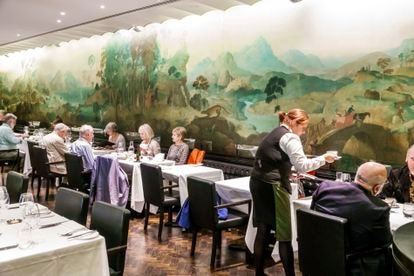 Mural de Rex Whistler en el restaurante Tate Britain, Londres.