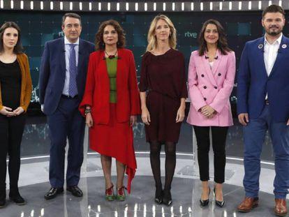 De izquierda a derecha: Irene Montero, de Podemos; Andoni Ortuzar, PNV; María Jesús Montero, de PSOE; Cayetana Álvarez de Toledo, del PP; Inés Arrimadas, de Ciudadanos, y Gabriel Rufián, de ERC.