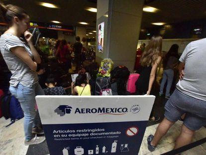 Pasajeros atrapados en el aeropuerto de Barajas.