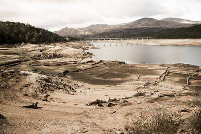 Embalse de Lindoso, en Ourense, mermado por las sequía.