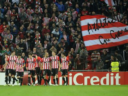 Los jugadores del Athletic celebran el segundo gol