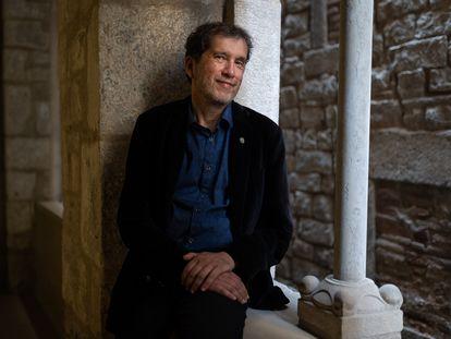 El escritor Joan-Lluís Lluís, hace unas semanas en Barcelona.