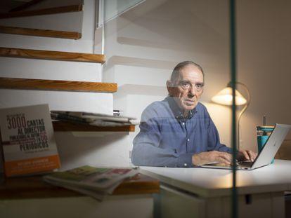 Enrique Stuyck, de 77 años, retratado en su casa de Madrid, esta semana
