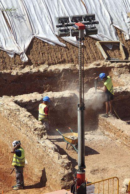 Destrucción de los restos de la villa romana en la Sagrera.
