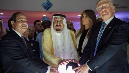 Los presidentes de Egipto y Estados Unidos junto al Rey de Arabia Saudí el pasado 21 de mayo.
