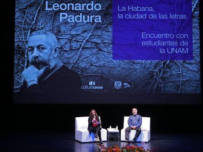 Padura, durante la conferencia en la UNAM
