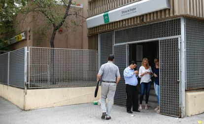 oficina de empleo, en el barrio de Amate, en Sevilla.