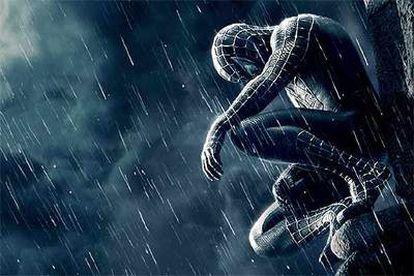 En <i>Spider-Man 3</i>, el trepamuros se viste de negro y se enfrenta a su reverso.