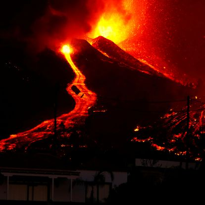 Lava flows next to a house following the eruption of a volcano in the Cumbre Vieja national park at El Paso, on the Canary Island of La Palma, September 19, 2021. Pictures taken September 19, 2021. REUTERS/Borja Suarez